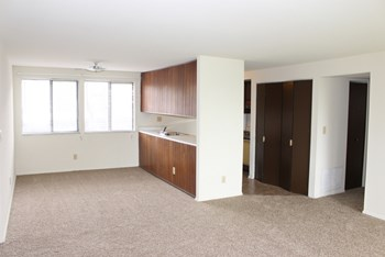 7612(2-G) North Swan Lake 3 Beds Apartment for Rent Photo Gallery 1