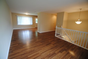350 Oakwood Dr 4 Beds House for Rent Photo Gallery 1
