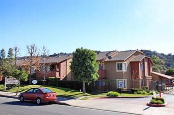 634 East Route 66 2-3 Beds Apartment for Rent Photo Gallery 1