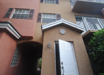 2725 Ne 8th Avenue Unit 103 3 Beds House for Rent Photo Gallery 1