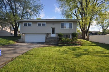 4914 W 155th St 3 Beds House for Rent Photo Gallery 1