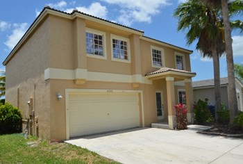 2300 SW 106th Avenue 3 Beds House for Rent Photo Gallery 1