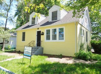 1535 Seymour Ave 4 Beds House for Rent Photo Gallery 1