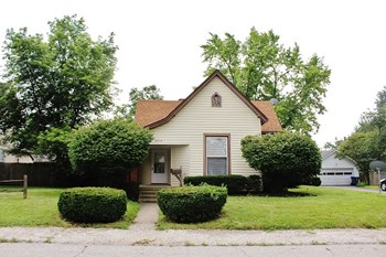 304 E 4th Street 3 Beds House for Rent Photo Gallery 1