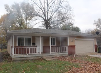 4439 W 34th Street 3 Beds House for Rent Photo Gallery 1