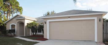 718 Se Starland St 3 Beds House for Rent Photo Gallery 1