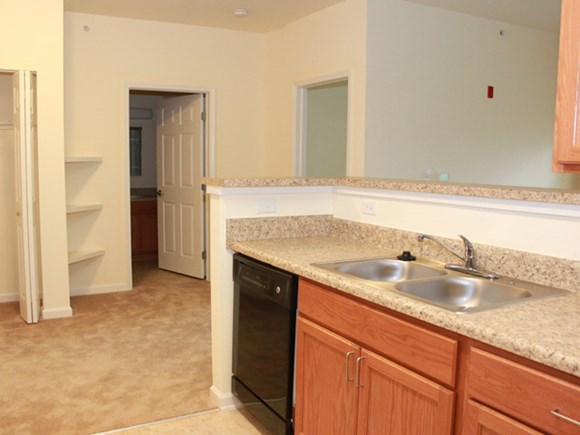 Heritage Place at LaSalle Square Apartment Homes Photo Gallery 8