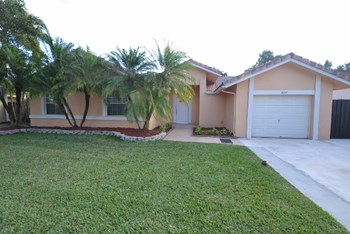 16591 Sw 145th Court 3 Beds House for Rent Photo Gallery 1