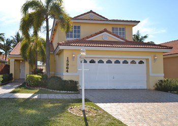 15964 Sw 82nd Street 4 Beds House for Rent Photo Gallery 1