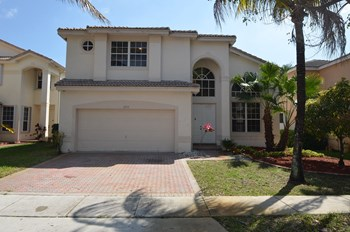 2553 Sw 157th Avenue 4 Beds House for Rent Photo Gallery 1