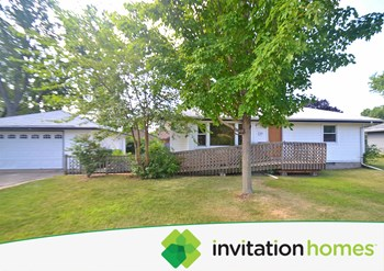 2113 55th Avenue North 3 Beds House for Rent Photo Gallery 1