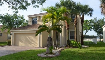 17150 SW 49th Place 3 Beds House for Rent Photo Gallery 1