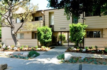 11706 Kling Street 1-3 Beds Apartment for Rent Photo Gallery 1
