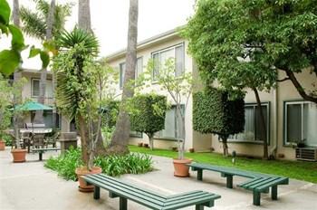 4444 Los Feliz Boulevard Studio-2 Beds Apartment for Rent Photo Gallery 1