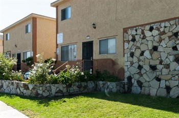 12531/37 Eucalyptus Ave. 2-3 Beds Apartment for Rent Photo Gallery 1