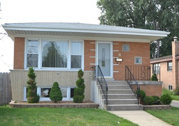 6844 W Dickens Ave 3 Beds House for Rent Photo Gallery 1