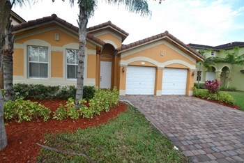 9141 Sw 152nd Court 4 Beds House for Rent Photo Gallery 1