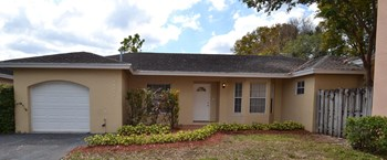 10111 Nw 57th Terrace 3 Beds House for Rent Photo Gallery 1
