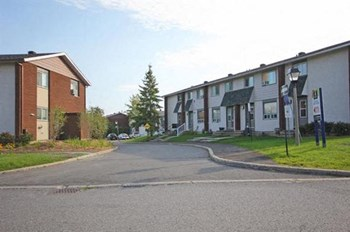 1901-1917 Ogilvie Road & 1910-1922 Elmridge Drive 3 Beds Apartment for Rent Photo Gallery 1