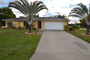 1627 Sw 10th Place 3 Beds House for Rent Photo Gallery 1
