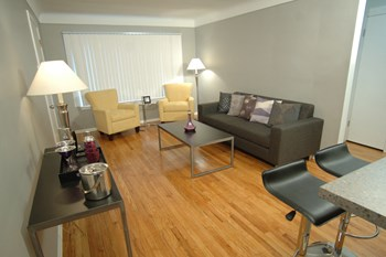 4018 W. 13 Mile Road 2 Beds Apartment for Rent Photo Gallery 1