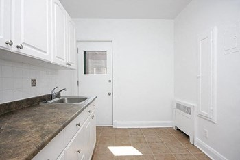 475 King Edward Avenue Studio-3 Beds Apartment for Rent Photo Gallery 1