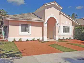 8727 NW 140th Lane 3 Beds House for Rent Photo Gallery 1