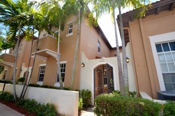 846 SW 146th Terrace 4 Beds House for Rent Photo Gallery 1