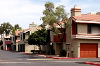 3501 S. McClintock Dr. 1-2 Beds Apartment for Rent Photo Gallery 1