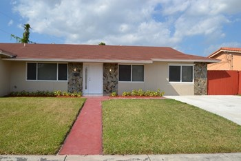 7865 Sw 29th Terrace 4 Beds House for Rent Photo Gallery 1