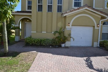 13736 Sw 118th Terrace 3 Beds House for Rent Photo Gallery 1