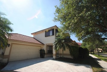 9560 Nw 18th Place 4 Beds House for Rent Photo Gallery 1