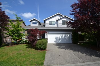 825 183rd Pl Se # 4 4 Beds House for Rent Photo Gallery 1