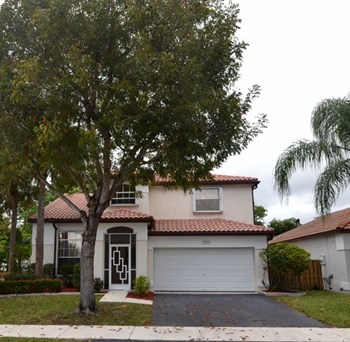 5501 Nw 50th Way 3 Beds House for Rent Photo Gallery 1