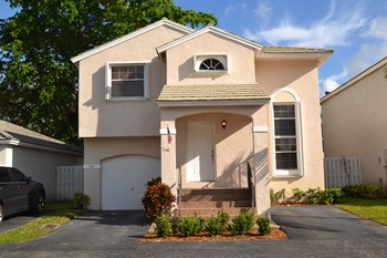 9850 Nw 2nd Street 3 Beds House for Rent Photo Gallery 1