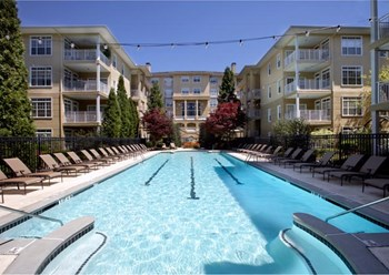 1020 Lenox Park Blvd NE 1-3 Beds Apartment for Rent Photo Gallery 1