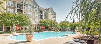 102 Fallsgrove Boulevard 1-2 Beds Apartment for Rent Photo Gallery 1