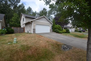 17908 66th Av Ct E 4 Beds House for Rent Photo Gallery 1