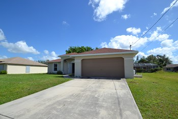 3029 Sw 11th Ct 3 Beds House for Rent Photo Gallery 1