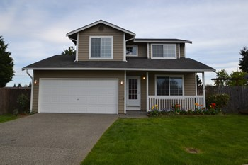 3325 48th Ave Ct Ne 3 Beds House for Rent Photo Gallery 1