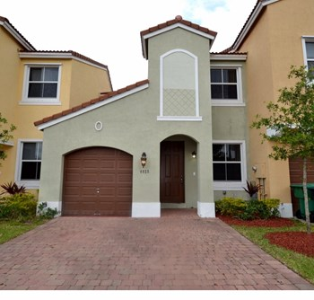4025 SW 149th Court 3 Beds House for Rent Photo Gallery 1