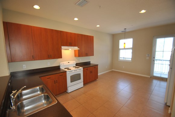 425 Greenwich Circle Unit 201 Photo Gallery 4