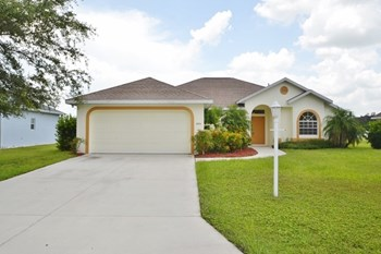 4554 35th Avenue Cir 3 Beds House for Rent Photo Gallery 1