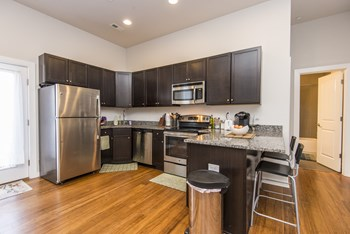 4619 Woodland Avenue 1-6 Beds Apartment for Rent Photo Gallery 1