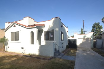 455 E 51st St 3 Beds House for Rent Photo Gallery 1