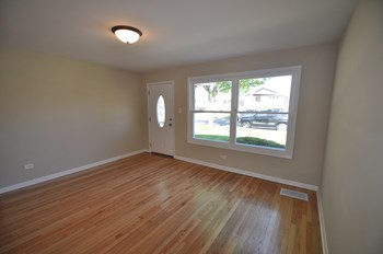 5728 S Normandy Ave 3 Beds House for Rent Photo Gallery 1