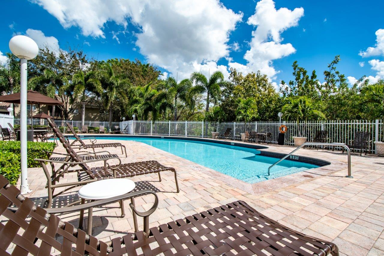 Zoom Gallery Legacy at Palm Aire property Image #17