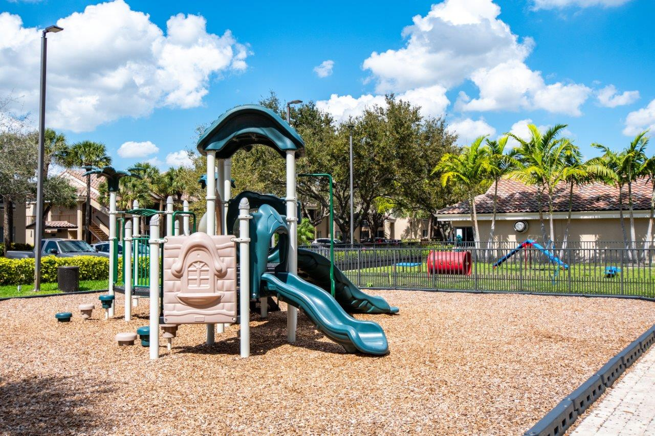 Zoom Gallery Legacy at Palm Aire property Image #20
