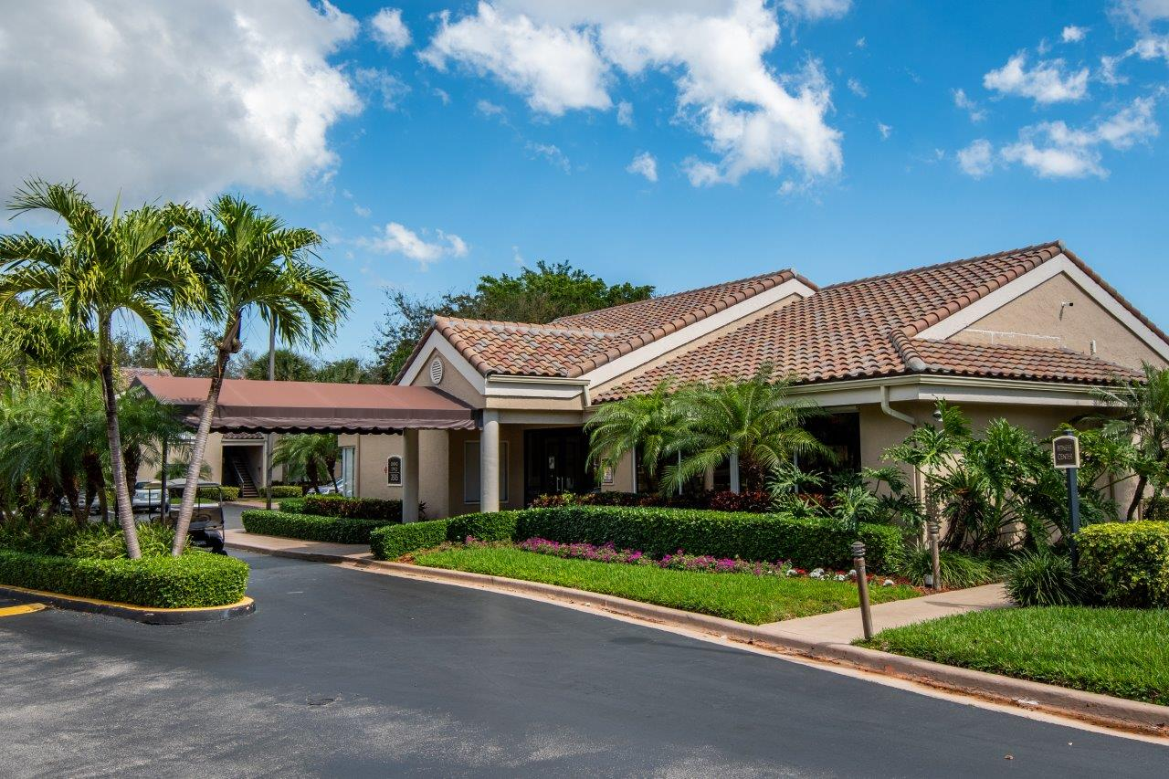 Zoom Gallery Legacy at Palm Aire property Image #15