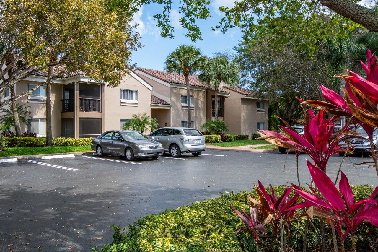 Zoom Gallery Legacy at Palm Aire property Image #23